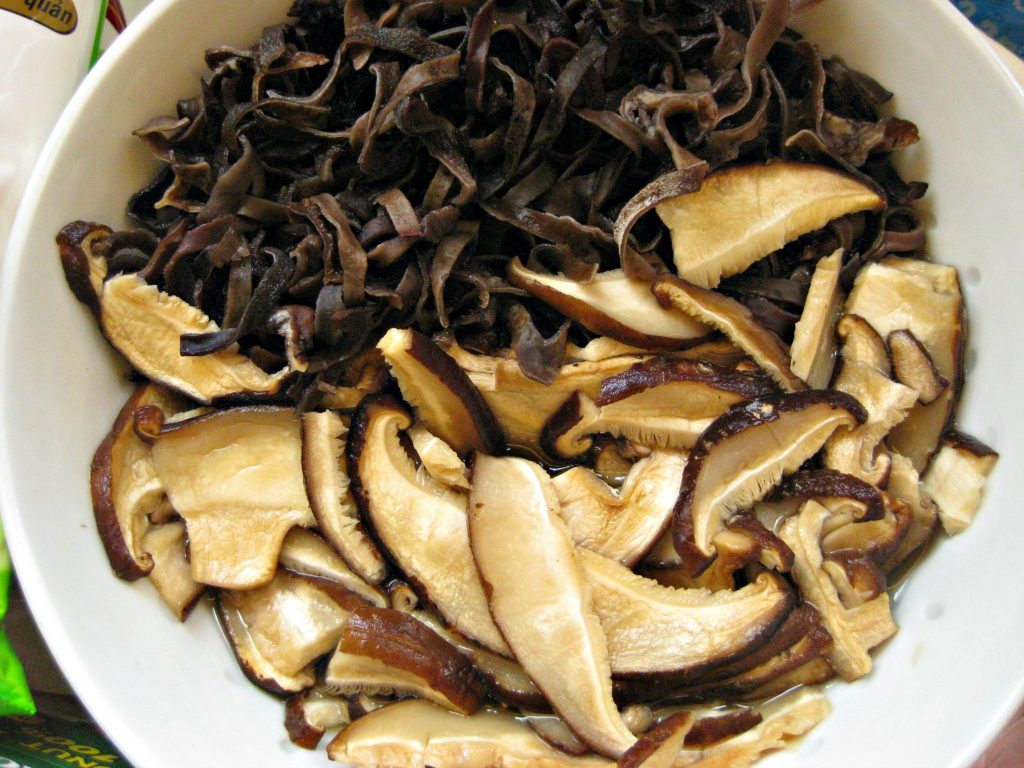 champignons-banh-cuon
