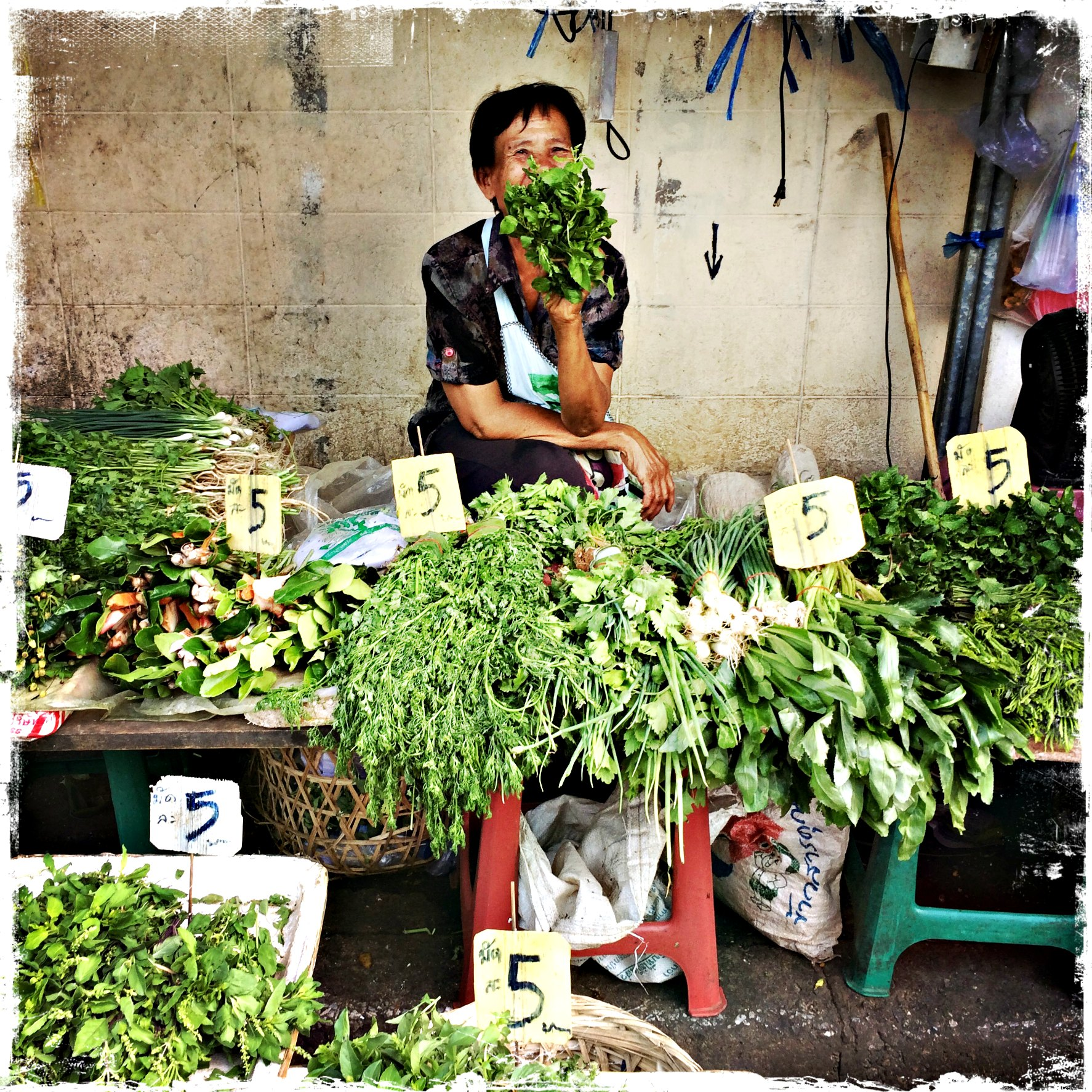 vendeuse herbes fraiches thailande